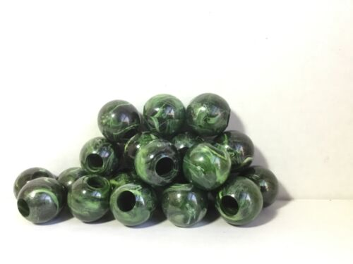 20 Round Macrame Craft Beads 30mm Marbled Green Marbella Plastic Acrylic