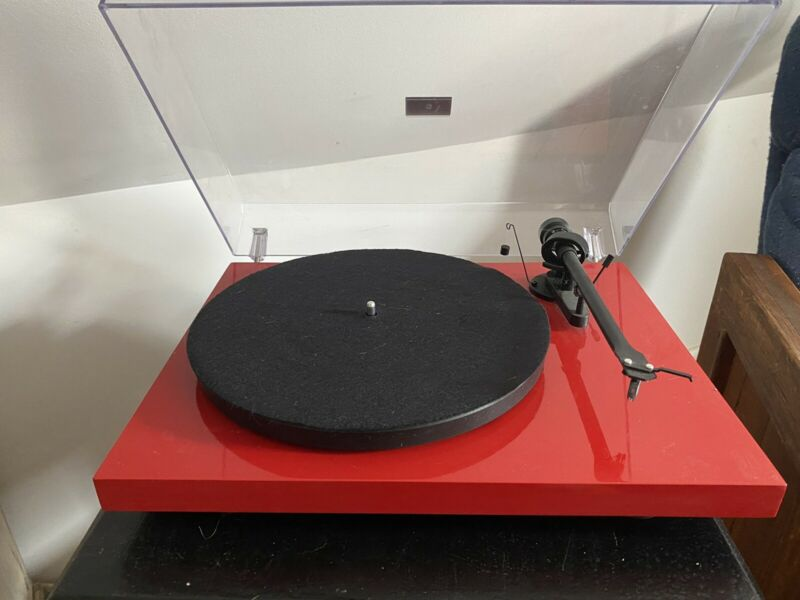 PRO-JECT - Debut III Turntable (Cherry Red)
