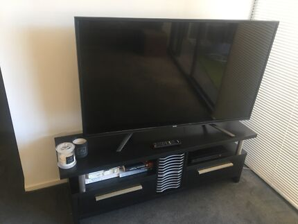55' DGTEC tv & black tv unit