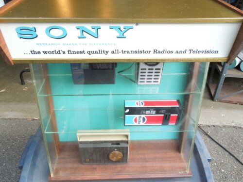 RARE! Vintage Sony Transistor Radio Lighted Display Case Beautiful and working