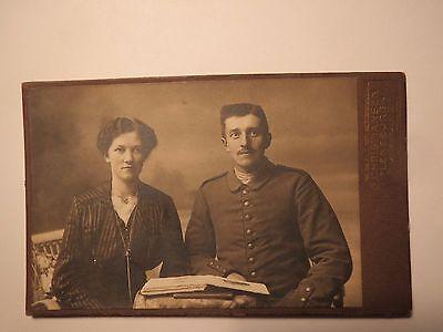 Flensburg - sitzendes Paar - Frau mit Soldat in Uniform / CDV