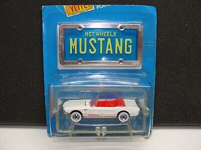 Hot Wheels 1:64 Park'n Plates 1965 '65 Mustang Convertible w/ Blue License Plate