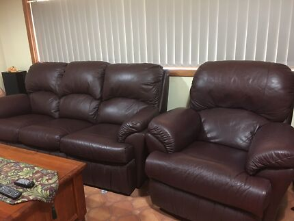 Large 3 seater full leather lounge suite, including 2 recliners