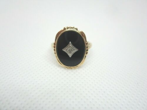 VINTAGE 10K YELLOW GOLD AND BLACK ONYX RING