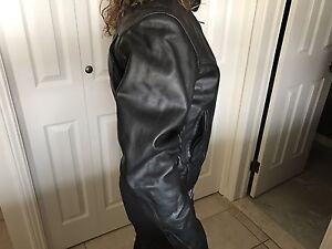 WOMENS SMALL BLACK LEATHER RIDING JACKET