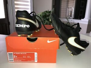 Nike Used Boys size 2Y soccer shoes