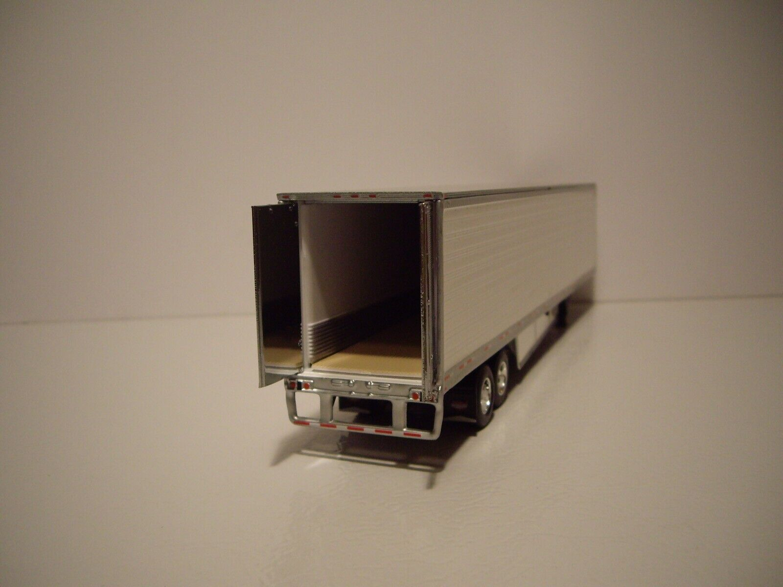DCP FIRST GEAR 1/64 53' WABASH WHITE ARCTICLITE TANDEM AXLE REEFER VAN 3
