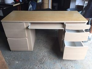 COMPUTER DESK INCLUDES OFFICE CHAIR IN GOOD CONDITION