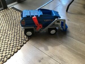 Large matchbox garbage truck