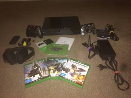 Xbox Bundle (Good Condition) Games, 2 Controllers, Pro Headset