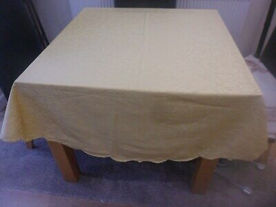 VINTAGE YELLOW CIRCULAR TABLECLOTH 69in 174cm DIAMETER PRETTY LEAF PATTERN POLY