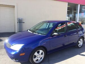 2005 Ford Focus ZX5 auto , propre