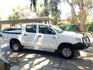 2011 Toyota Hilux KUN26R MY11 SR White 5 Speed Manual Dual Cab Wembley Cambridge Area Preview