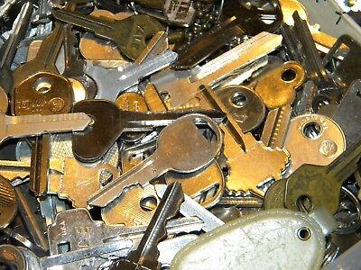 Vintage-New 20 Random picked Lot of Keys Master Lock Car Truck jewelry steampunk