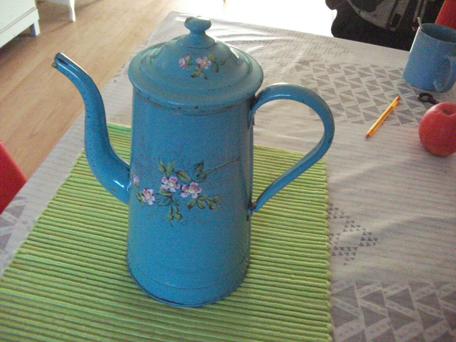 Ancienne cafetiere tole emaillee