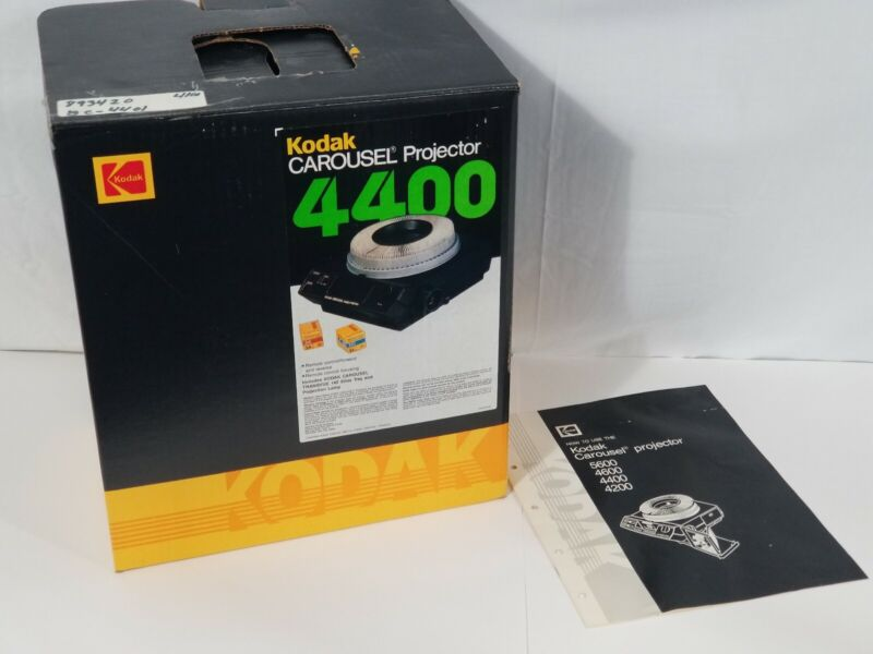 Kodak Carousel 4400 Slide Projector With Corded Remote and Tray Tested Working