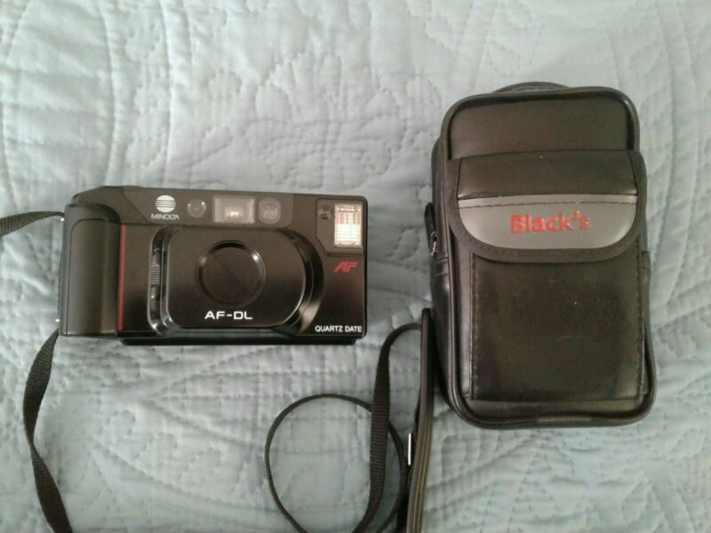 MINOLTA AF-DL 35mm Point & Shoot Camera & Case Turns On Untested with Film