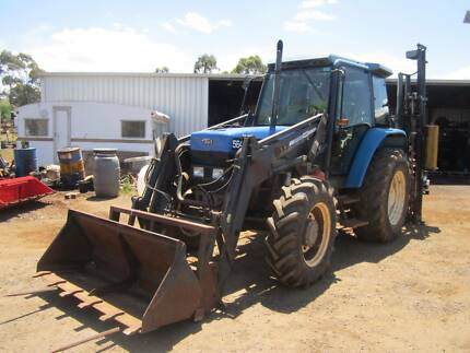 Ford New Holland 5640 tractor with loader and cab