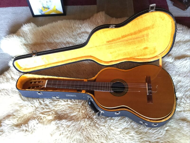 Juan Orozco/Artesano Model 20 Classical Guitar, Made in Spain-VERY NICE!