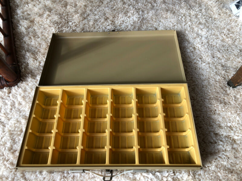 Vintage 35mm Slide Storage Box w/ Dividers + Handle. Holds 450+ Slides