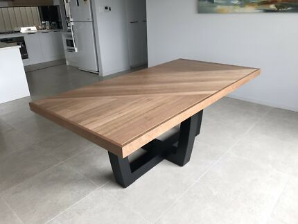 Dining table ** SOLD PENDING PICK UP** Seaford Morphett Vale Area Preview