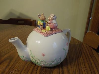 Applause ceramic Mouse Family 4 cup Teapot