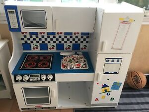 Melissa & Doug kitchen