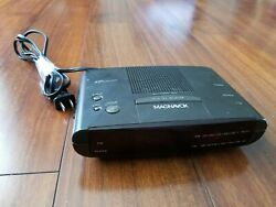 VINTAGE MAGNAVOX AJ3040 DIGITAL ALARM CLOCK AM/FM RADIO BLACK GOOD CONDITION