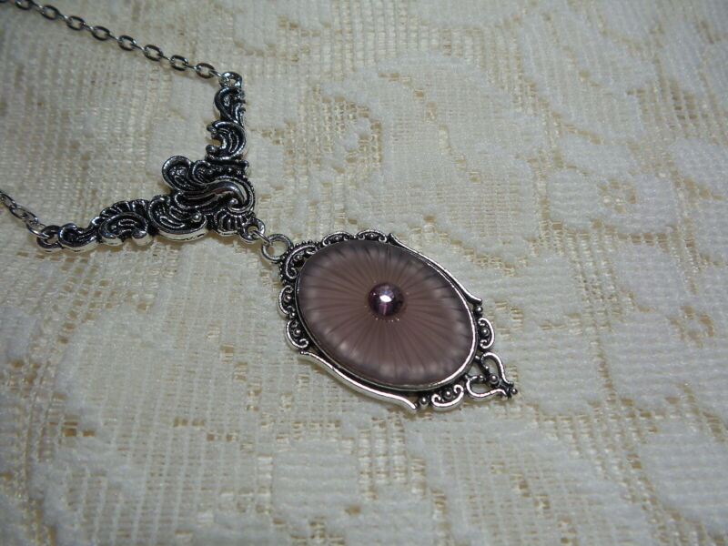 """HANDMADE VINTAGE PURPLE SUNRAY CRYSTAL FROSTED CAMPHOR GLASS NECKLACE 18"""""""