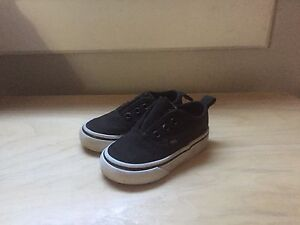Toddler Vans Size 5 (but fit like a 4)