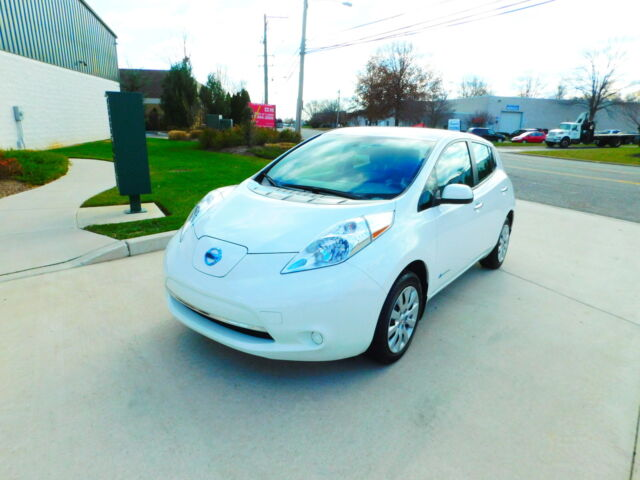 GREAT ELECTRICAL CAR !WARRANTY !  JUST SERVICED !HEATHED FRONT AND REAR SEATS!15