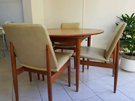 Rare mid-century danish extendable dining table with 4 chairs
