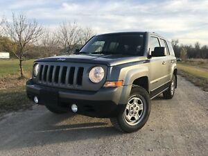 2013 Jeep Patriot AWD/4x4 Free Accident Mint condition