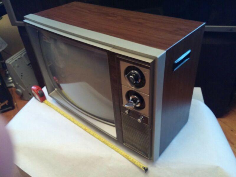 "Vtg Wood Grain Finish Candle 1983 19"" Diagonal CRT Color TV"