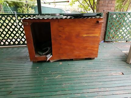 Dog house/ kennel