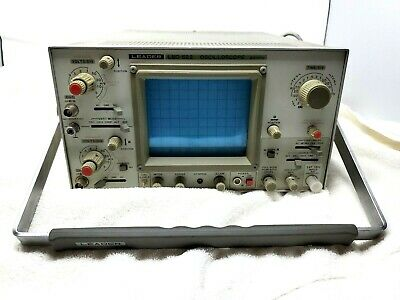 Leader Electronics Oscilloscope Lbo-522 Vintage 20 Mhz Turns On For Parts As Is