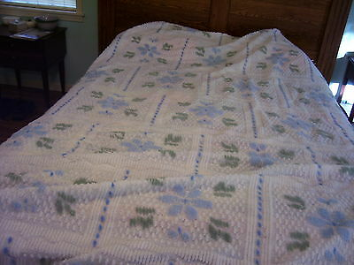 "VINTAGE CHENILLE BEDSPREAD 92"" BY 110"" QUEEN SIZE BLUE FLOWER DESIGN GREEN/WHITE"