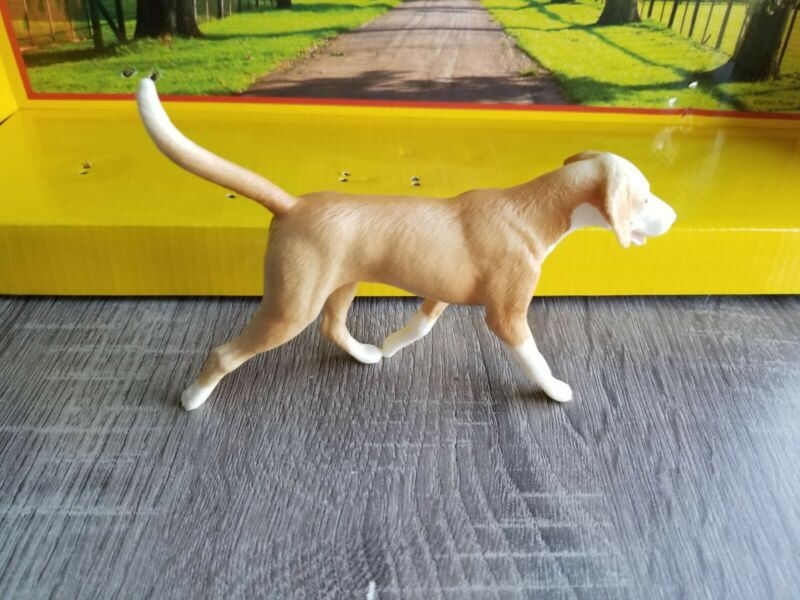 BREYER Tan English Foxhound #1807 from the protocol gift set