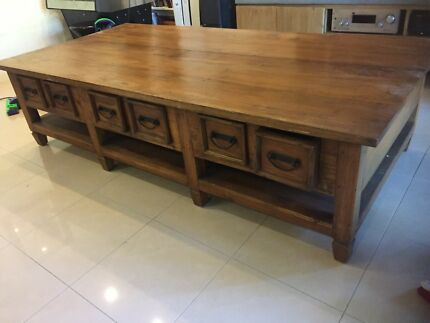 Large statement piece coffee table with drawers- great condition