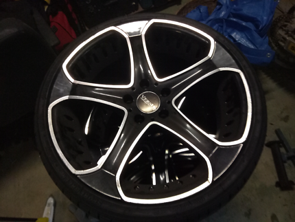 19 inch 5 stud wheels and tyres