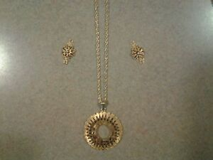 GENUINE SARAH COVENTRY NECKLACE & EARRINGS Circa 70's