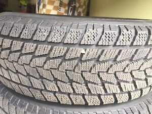 2 winter Tire Pneu hiver Toyo 215 65 R16 like new