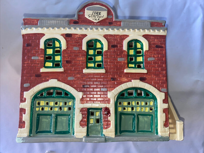 Snow Village Department 56 Original Fire Station No. 2   #5091-1