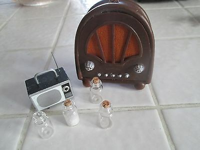 DOLLHOUSE MINIATURE T.V. , OLD RADIO, AND SMALL BOTTLES