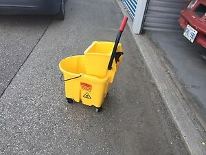 Rubbermaid industrial mop bucket - NEW