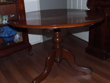 CEDAR DINING ROOM SUITE TABLE SIDEBOARD DISPLAY CABINET