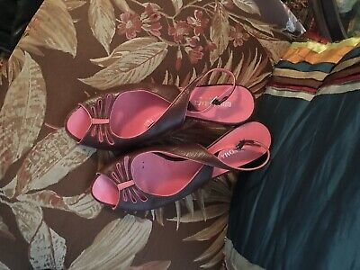 Bruno Magli  Sling Back Peep Toe Pumps Brown With Pink Trim Size 9B ()