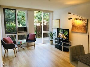 South Yarra 1 bedroom apartment with a private deck & a car park
