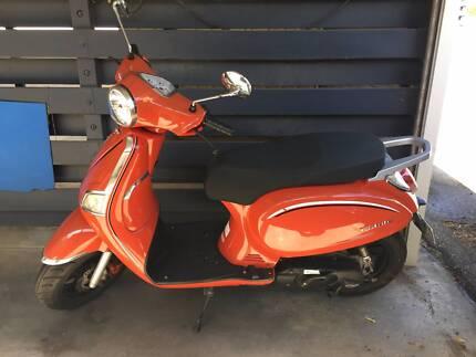 VMOTO Estate 50cc Scooter RED