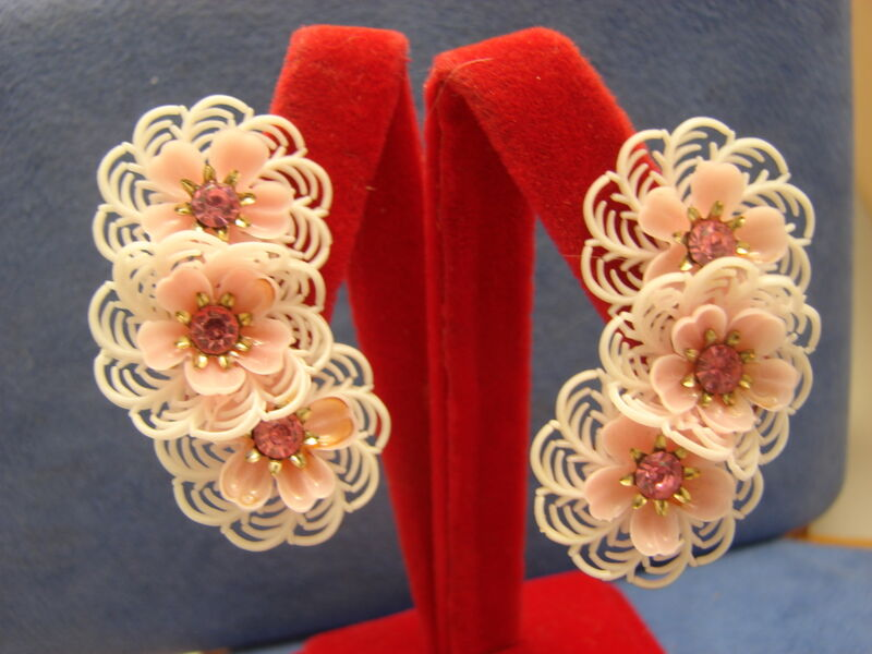Vintage Featherweight White & Pink Clip on Earrings W/ Pink Rhinestone Centers